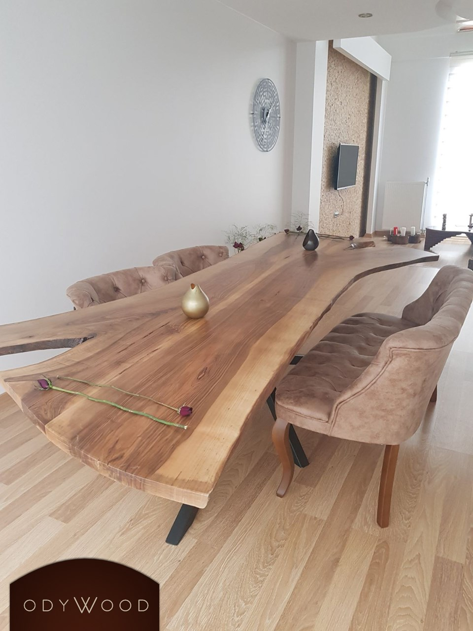 live-edge-walnut-table-spontaneous-metal-leg