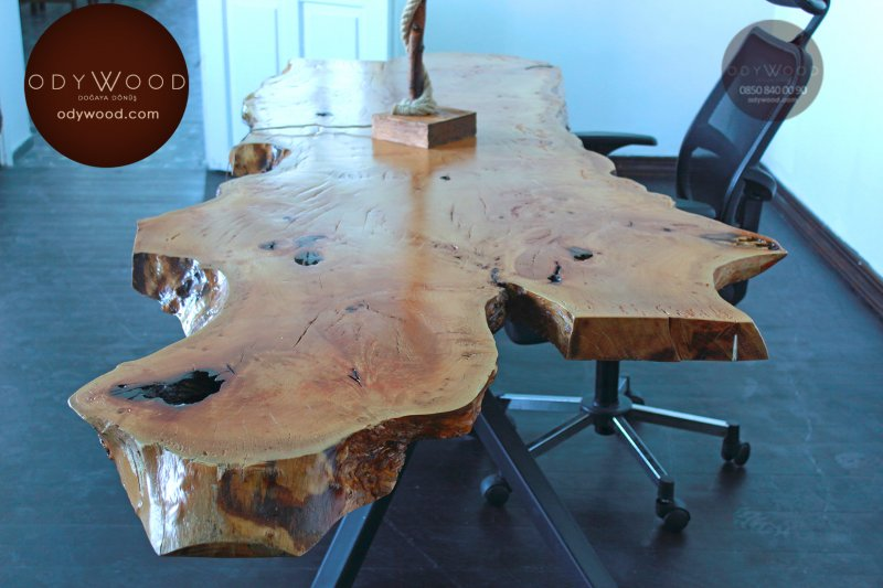 Single Piece Plane Wood Table'in resmi