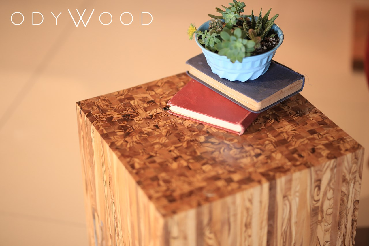 Falling Coffee Table - Olive Wood'in resmi