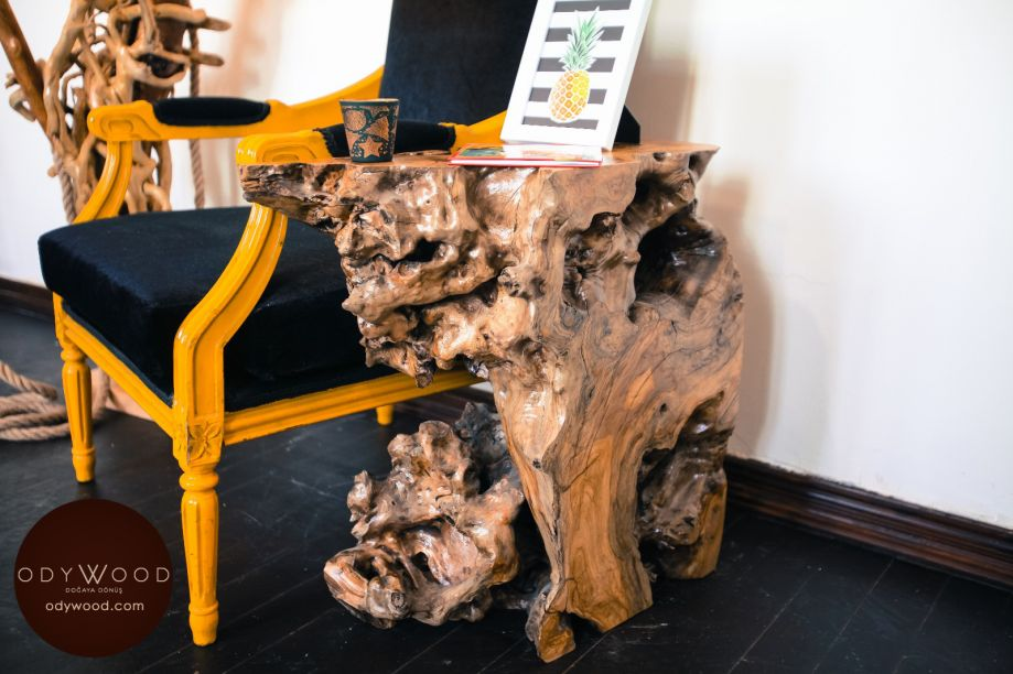 Olive Roots Side Table'in resmi
