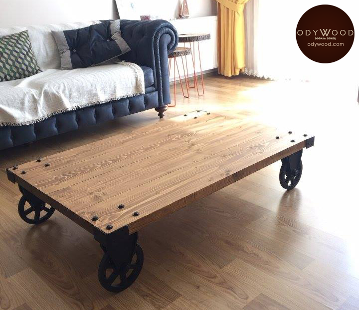 Industrial Style Wood Coffee Table with Wheels'in resmi