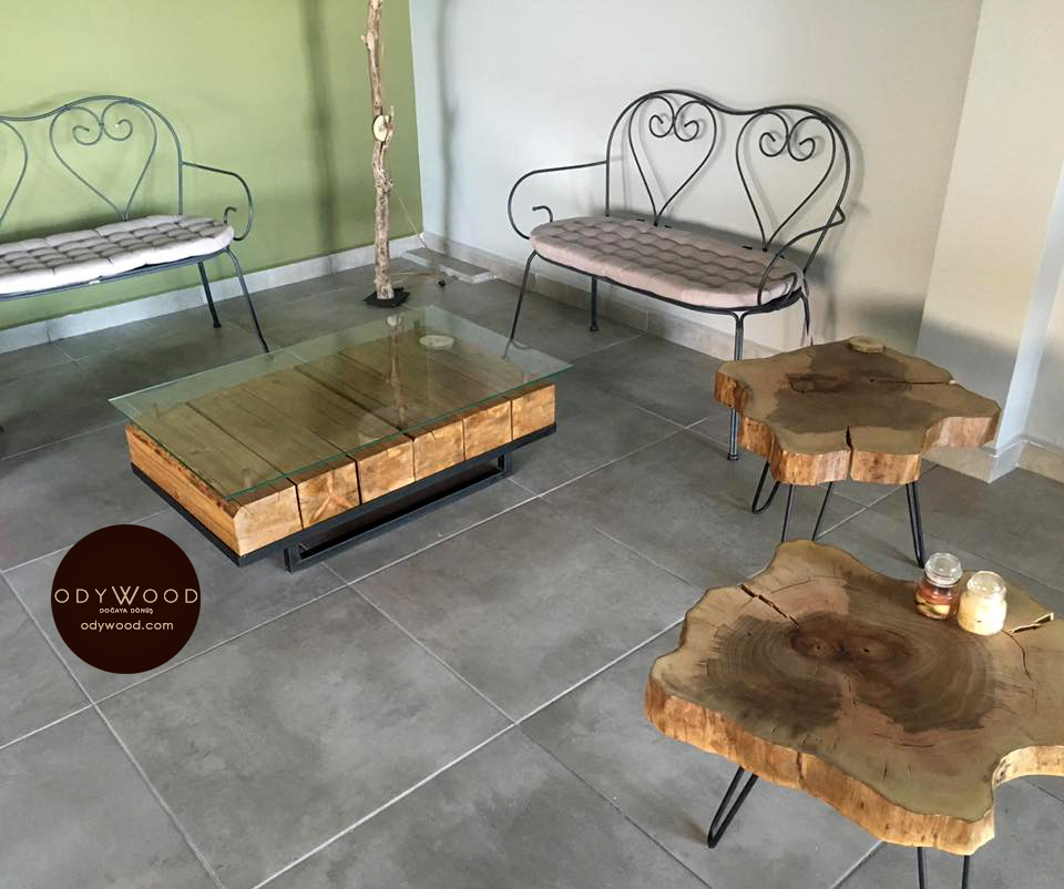 Hangar Wood Slab Coffee Table'in resmi