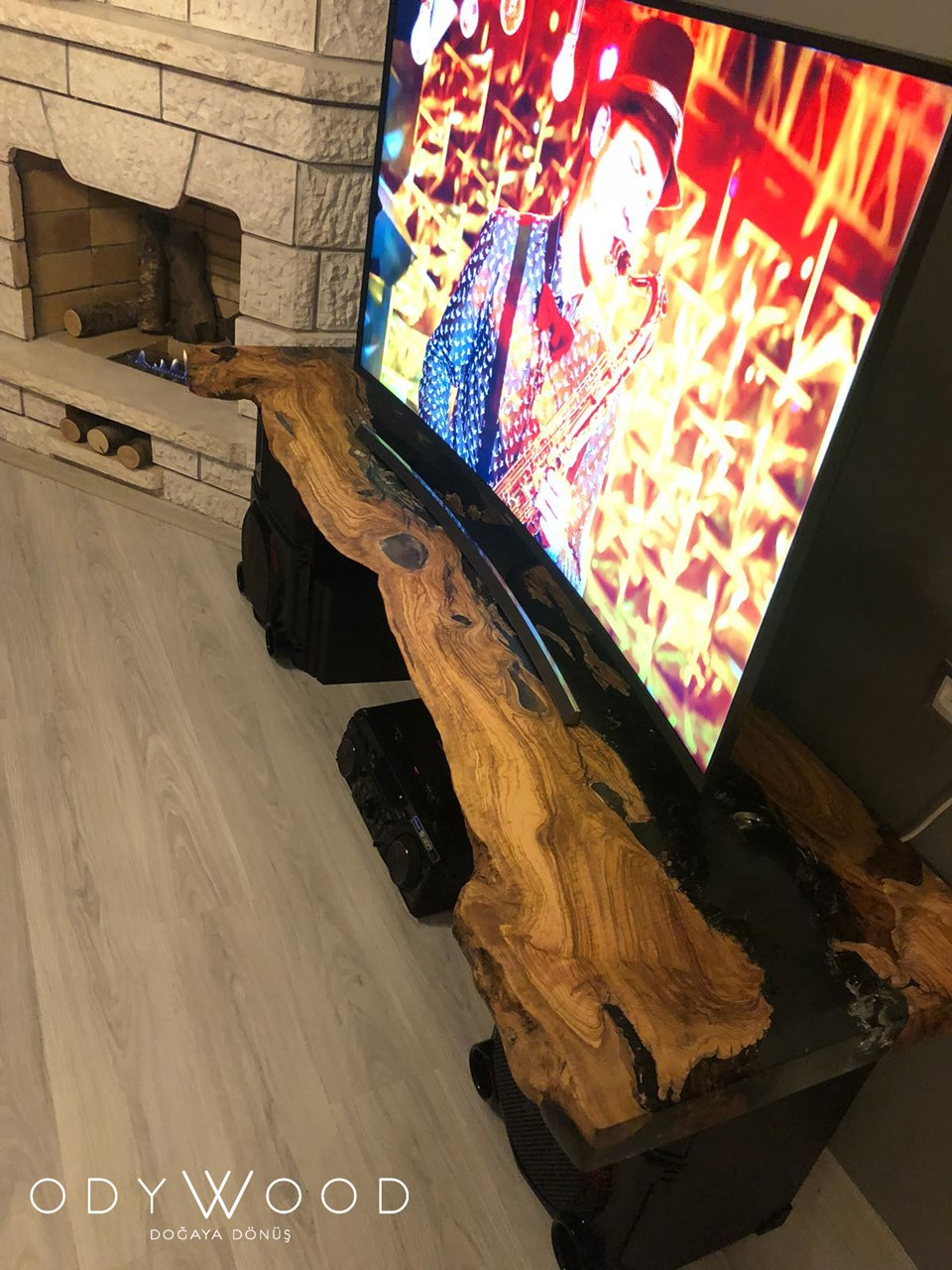 Olive Wood Epoxy TV Stand 'in resmi