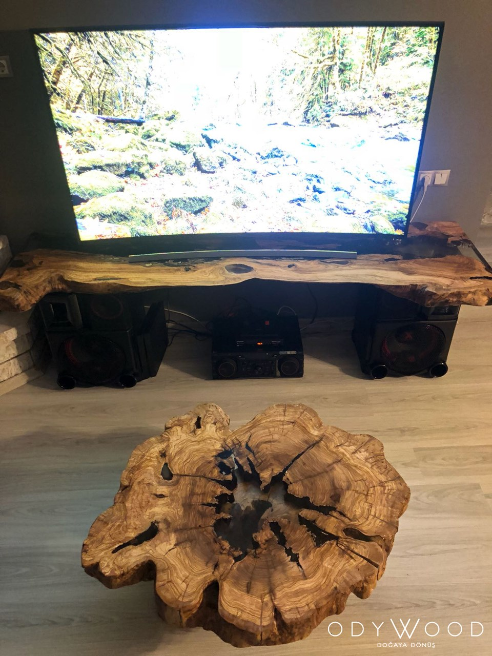 Epoxy Olive Wood Log Coffee Table No 2 'in resmi