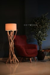 The Dark Wood Lamp No:3 - Beyaz Şapkalı