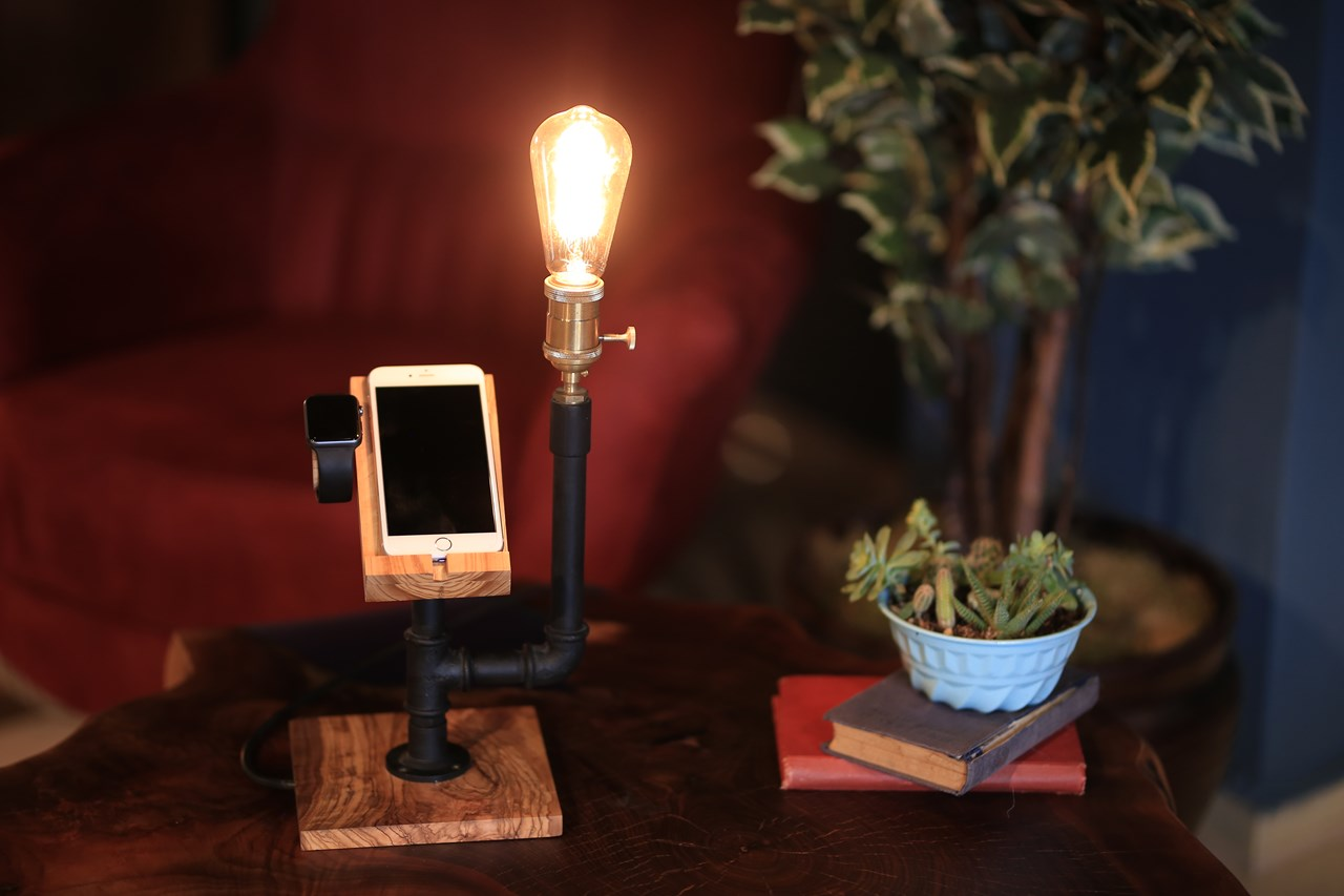 eDock Phone Stand - Olive Wood'in resmi