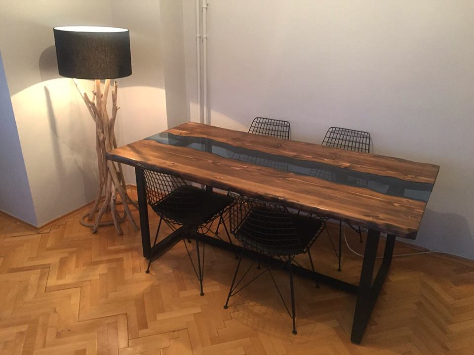 Riverart Natural Live Edge Wood Dining Table - Fir Wood'in resmi