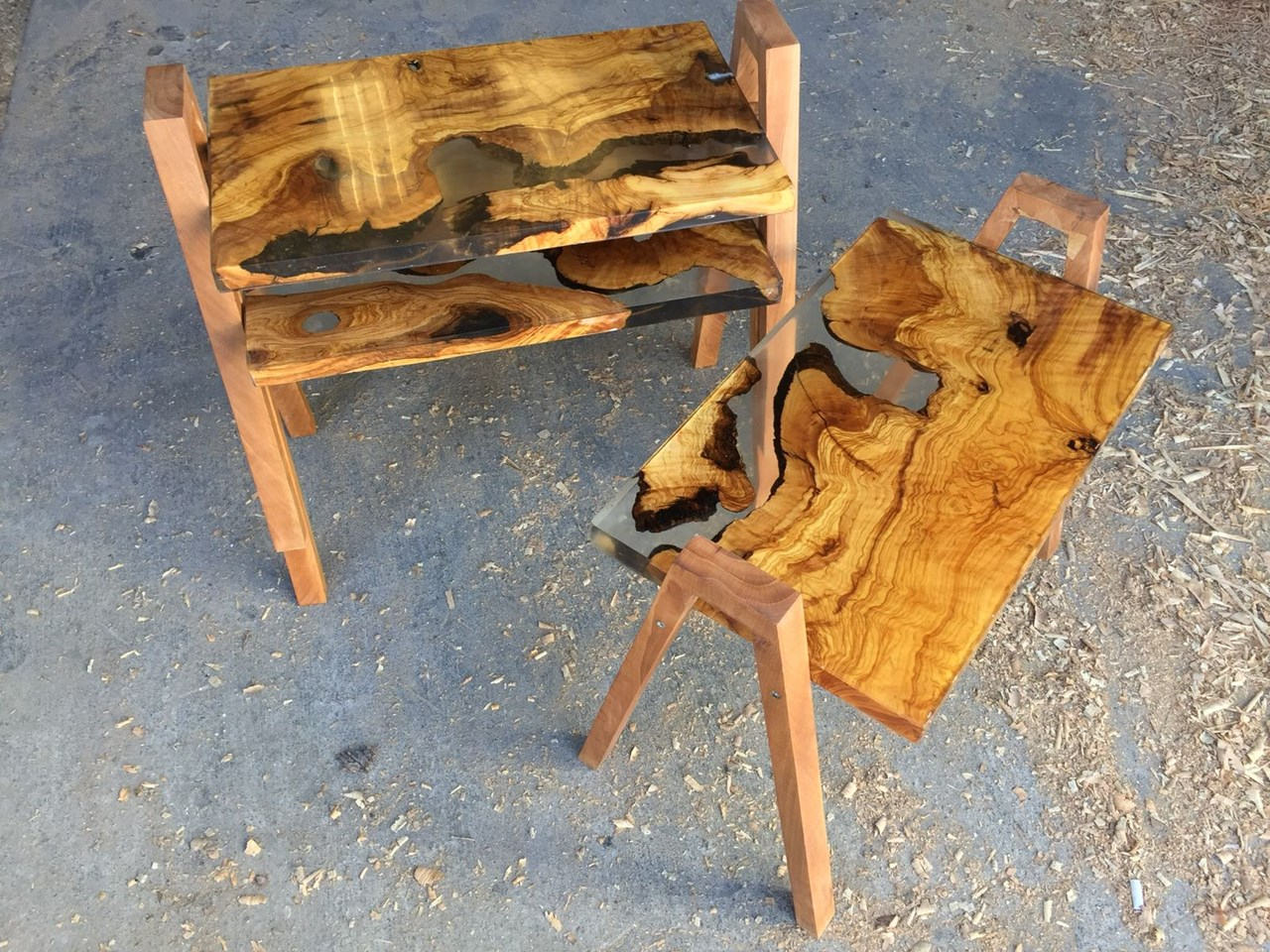 MAU Epoxy Resin Olive Wood Coffee Table Set'in resmi