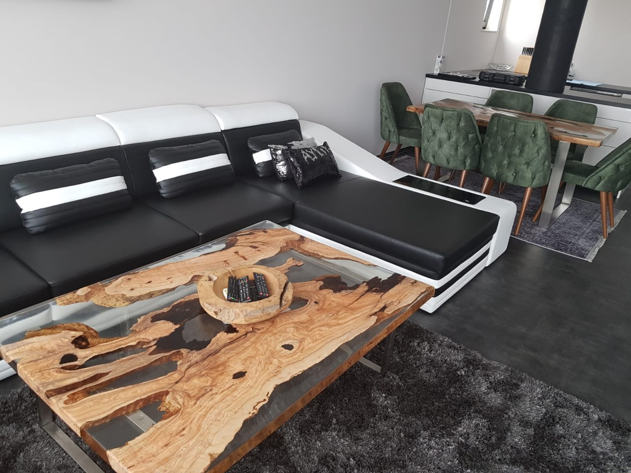 Epoxy Coffee Table'in resmi