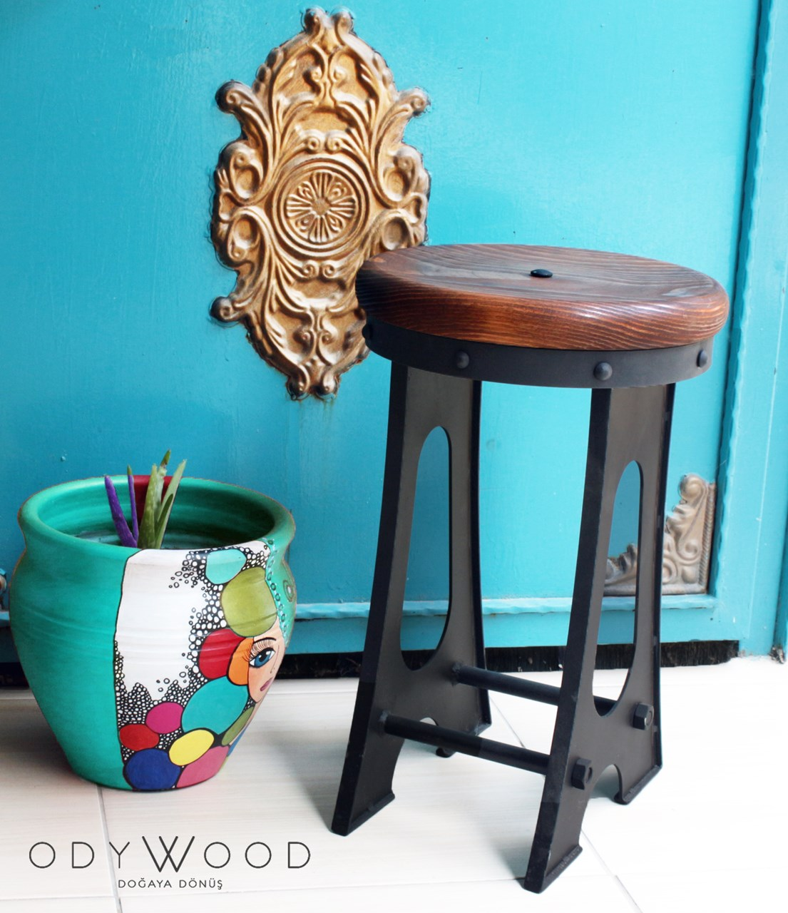 Bridge Industrial Stool'in resmi