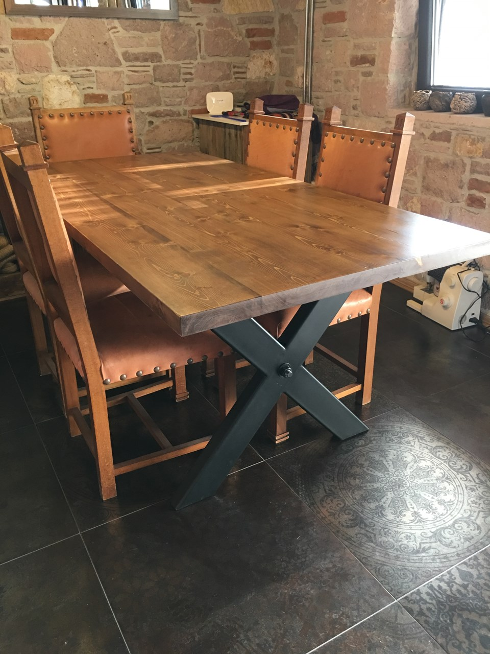 Natural Spruce Wood Dining Table'in resmi