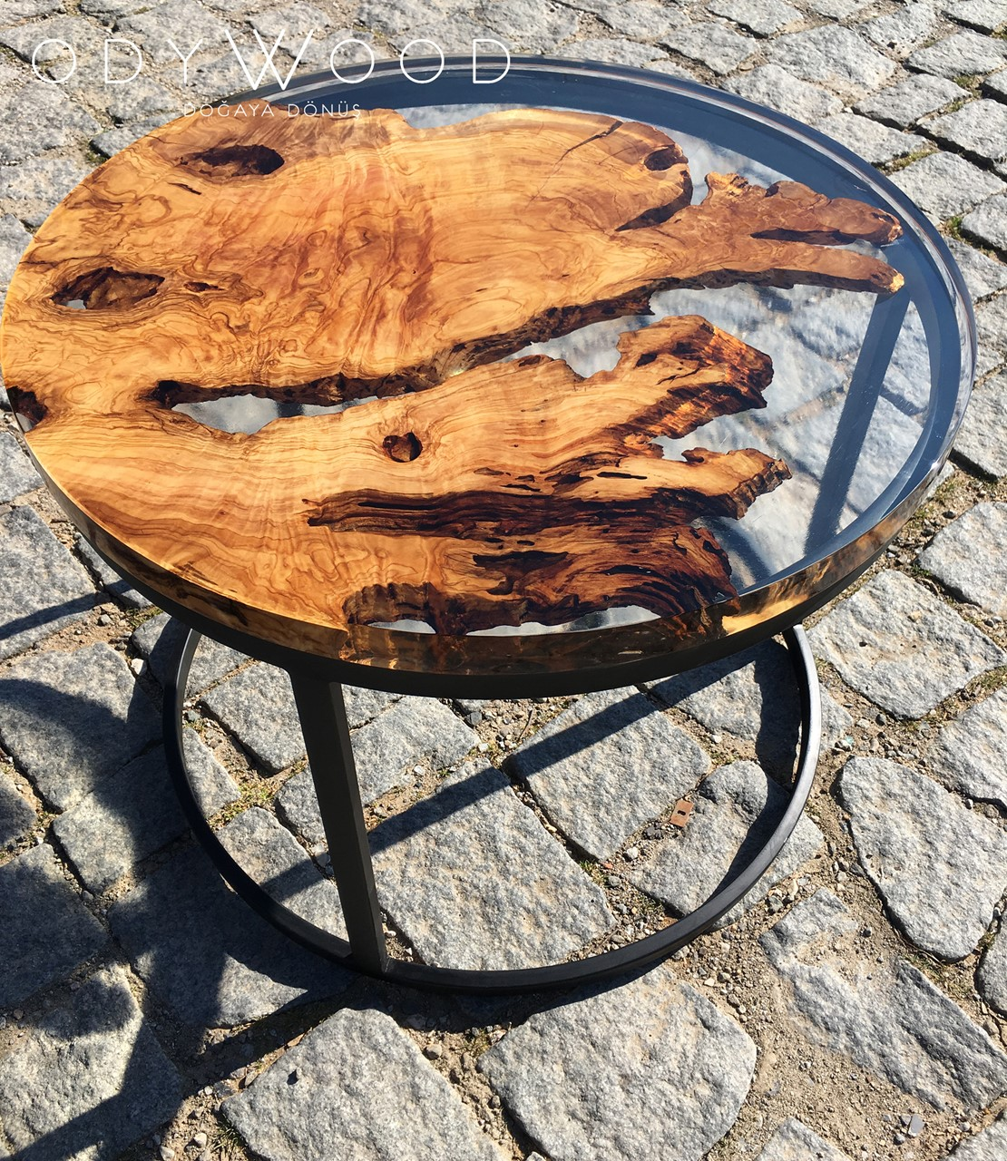 fayr-round-epoxy-resin-coffee-table