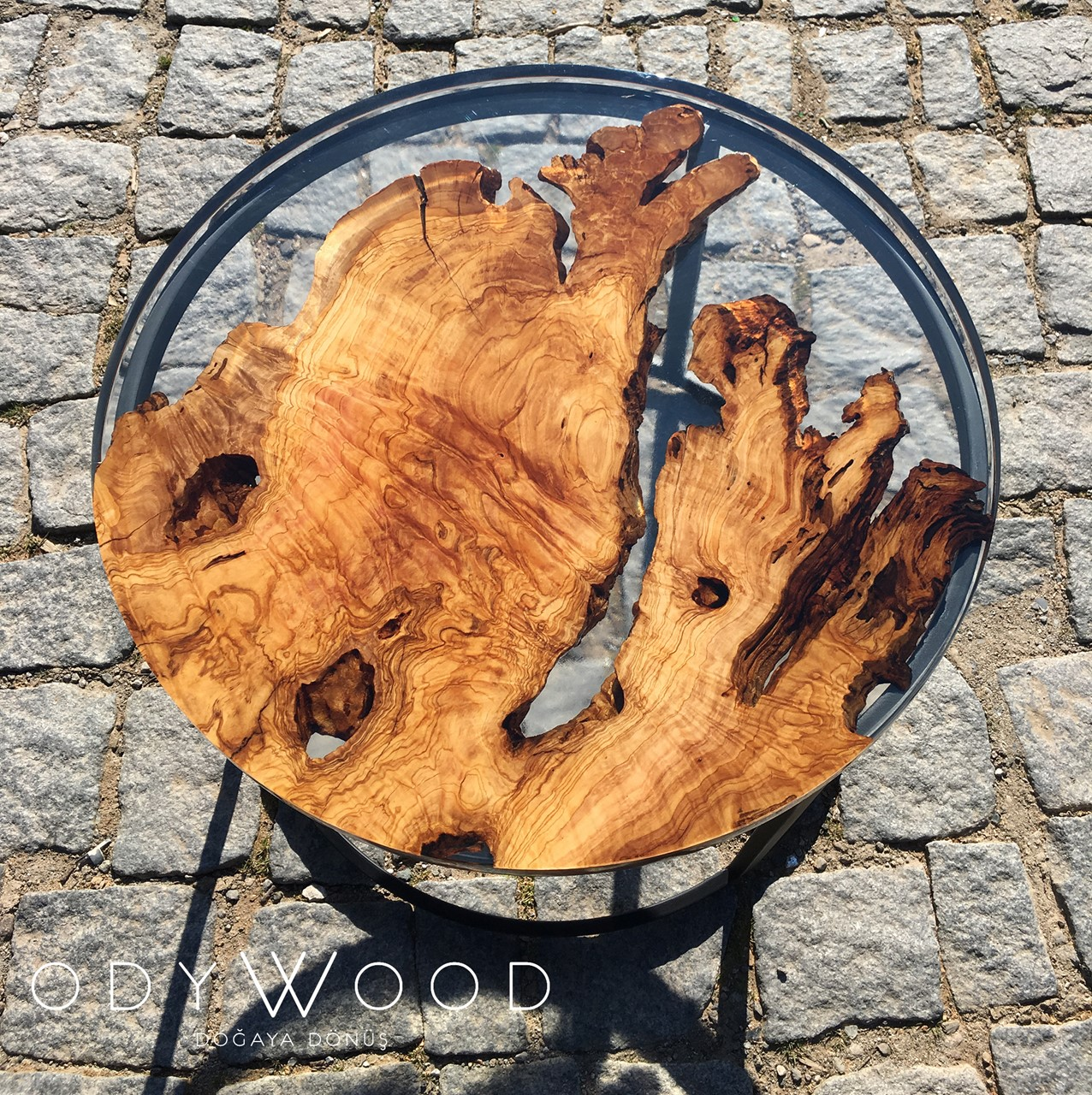 Fayr Round Epoxy Resin Coffee Table'in resmi