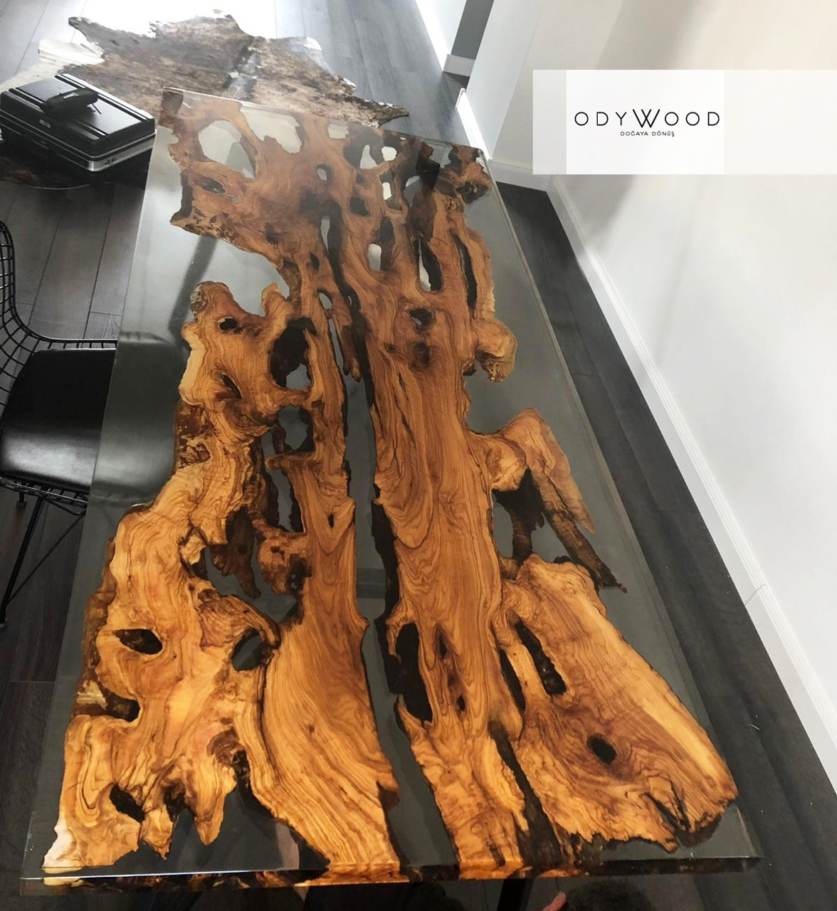 live-edge-olive-slab-epoxy-resin-dining-table