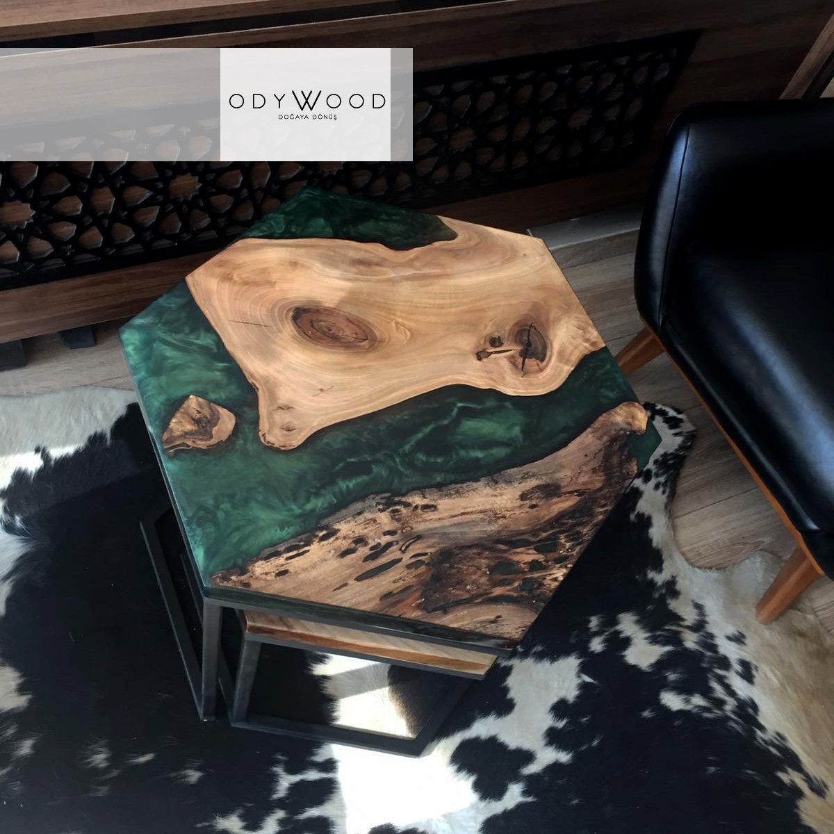 LOKI Hexagon Resin Coffee Table'in resmi
